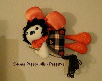 Flying Halloween Witch Primitive Shweet Potato Dolls Ornie