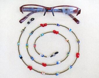Brillen-Boho Kette, Perlen, mehrfarbig, Millefiori, rote Koralle, Gläser Halskette, Hanmade, Geschenk für Frau, Geschenk für sie, Geschenk für Krankenschwestern