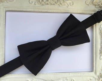 Elegant bow tie black man