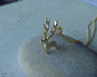 Deer color necklace gold