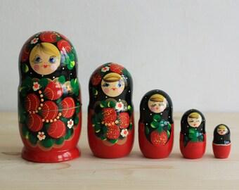 Nesting Dolls Matryoshka - Dolls with Berries - Wooden Rusian Dolls - Set of 5 Matryashka Dolls - Matreshka
