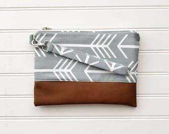 CLASSIC COLLECTION - Grey Arrow Mommy Clutch - Wallet Clutch - Small handbag - Black Wristlet - Wallet Clutch