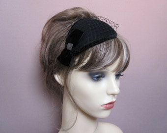 Black pillbox fascinator wool felt teardrop small hat with veil 1940s 1950s retro occasion wear wedding funeral headpiece formal veiled hat