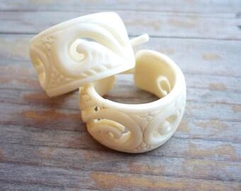 Round Hoop Hand Carved Buffalo Bone Post Earrings Tribal Style - Gauges Plugs Bone - PE014 B