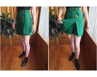 Rad vintage high waisted skorts! Emerald green, size S