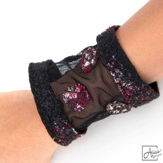 Felt textile bracelet – Arty woman jewelry cuff stretchy textile and embroidered nunofelt - Textile Art from France / Paris