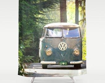 Stoff-Duschvorhang - Classic Retro VW bus Camper, Frieden, Liebe, Natur, Original Fotografie von RDelean Designs