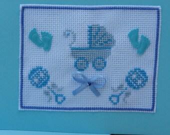 carte brodée bleue avec son enveloppe