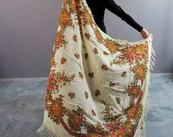 Vintage Shawl / Wool Shawl / Gypsy Shawl / Russian Shawl / Babushka Shawl / Shawl With Tassels / Vintage Tablecloth / Floral Tablecloth