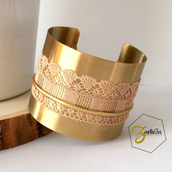 """Manchette Bracelet en laiton doré dentelle ancienne et cordon doré - Modèle CORNETTI - """"Coll. Hiver 2017/18"""""""