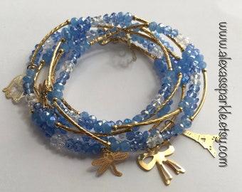 Blue transcendent beaded bracelets with gold plated charms - Semanario azul transendente con dijes de chapa de oro