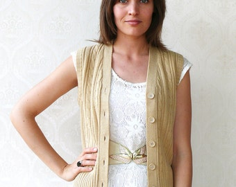 "Vintage knitted vest, small medium - oatmeal. . . . . . . . . . . . . . . . ""Like"" our fb page for 10% discount"