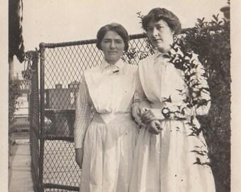 Original Vintage Photograph Snapshot Women Friends Nurses? 1910s