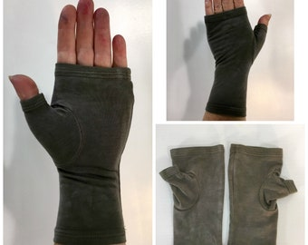 Taupe hand-dyed fingerless gloves / wrist warmers in bamboo blend.