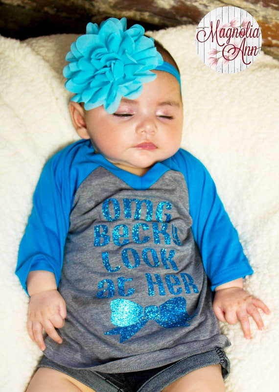 OMG Becky Look At Her Bow, Big Bow, Infant Baby V-Neck Baseball Raglan T-shirt in 5 Colors in Sizes 6 Months-24 Months
