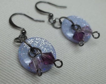 Glittery lilac buttons earrings,faceted glass beads,button earrings,lilac button earrings,lilac earrings,lilac buttons,button earrings