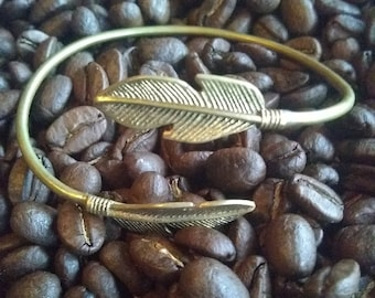 Feather brass bracelet (gold color)