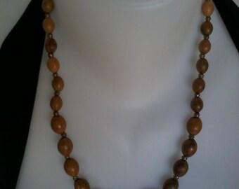 Wooden necklace olive mid-long vintage