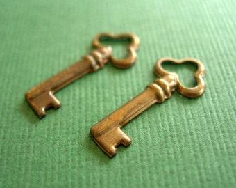 vintaj brass teensie key, 18 x 8mm brass key