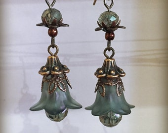 Vintage-style Floral Earrings: 'Copper Dew'