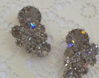 Vintage Weiss Rhinestone Earrings - Clip Ons