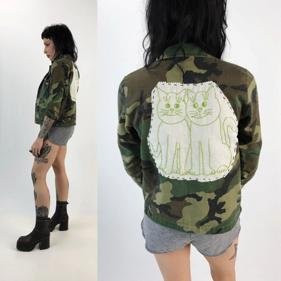 Hand Stitched Cat Backpatch CAMO Jacket XS - Embroidered Cat Backpatch Upcycled Jacket Trend - Vintage Kids Large Army Jacket Kitschy Cute