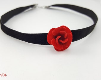 Choker necklace collar vintage rose red
