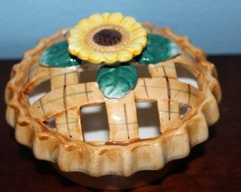 Vintage Potpourri Pie with Sunflower Motive