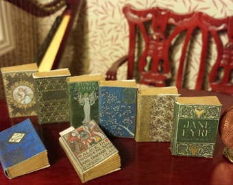 Beautiful set of vintage inspired miniature books,turnable aged pages 1.12 scale