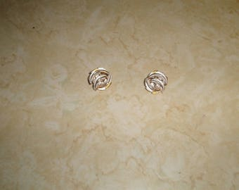 vintage clip on earrings goldtone white enamel leaf swirl