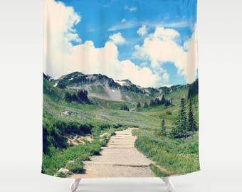 Stoff-Duschvorhang, Badezimmer-Dekor - Berglandschaft, Wandern, Trail, gehen im Freien, Fotografie von RDelean Design