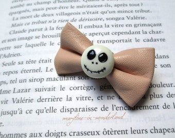 Beige hair bow and skull