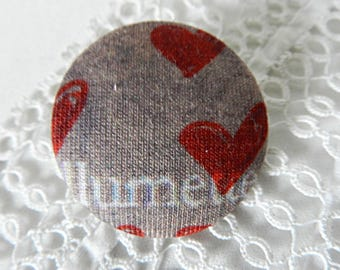 Button in beige fabric with hearts, 32 mm / 1.25 in