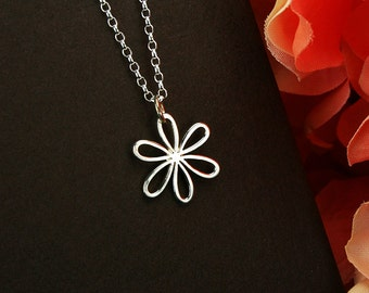Daisy, daisy necklace, necklace flower, flower, flower necklace, flower jewelry, charm necklace, dainty necklace, flower pendant, daisy