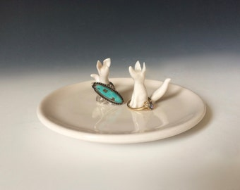 Two White Foxes Ring Dish, A White Ring Dish for Weddings and Anniversaries, Elegant Jewelry Storage With Woodland Animals