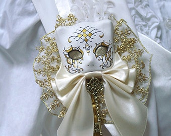 Ivory and gold Masquerade cat brooch