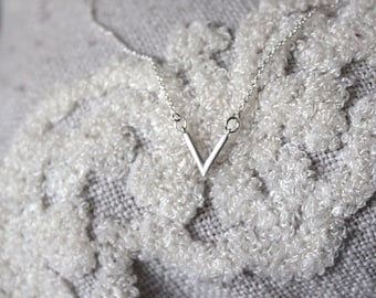 V' Bar Necklace // dainty sterling silver necklace // statement necklace //