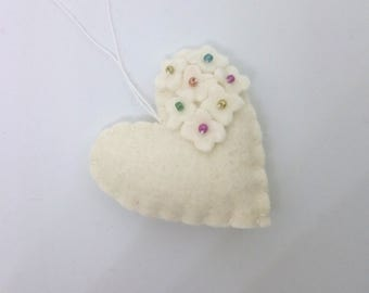 Felt heart ornament with flowers - White with colorful beads - nursery decor - Spring nature decoration - ideas for Easter