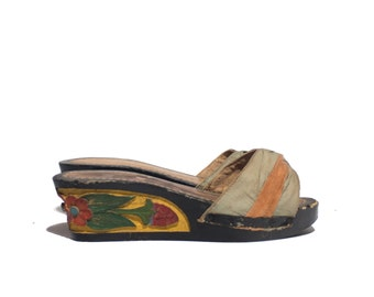 7 -7.5 | 1940's Carved Wood Wedge Sandals Black and Yellow w/ Red Floral Print