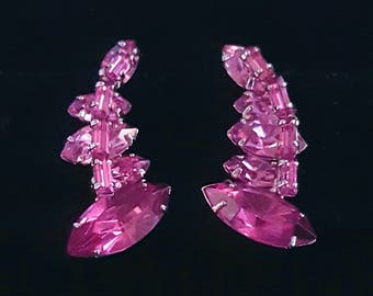 Vintage screw back magenta fuschia pink earrings, graduated marquise and baguette rhinestones - Antique, collectible jewelry - Unique gift
