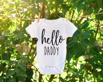 Baby Announcement, Baby announcement to dad, baby announcement onesie, baby announcement for family, daddy to be, mommy to be, milestone