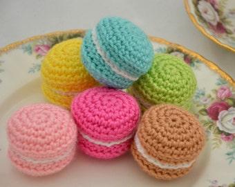 Amigurumi macaron. Ornements de décoration alimentaire en crochet