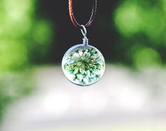 Terrarium necklace / Dried flower ball glass / Pressed flowers / Inspirational womens gift / Nature inspired jewelry / greenvibesjewellery
