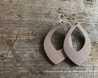 Dusty Lilac Keyhole Leather earrings