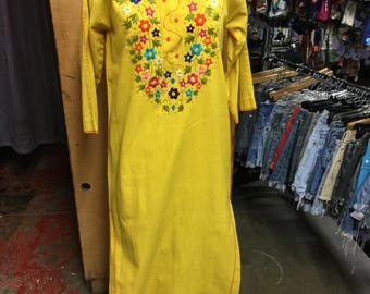 Embroidered Yellow Caftan Vintage Mexico