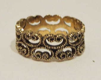Gold Tone Filigree Scroll Ring / Band