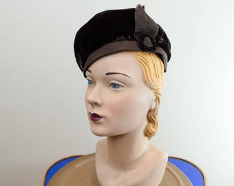 1930s Vintage Hat - Chocolate Brown Velvet Beret with Grosgrain Band and Buckled Ribbon Trim