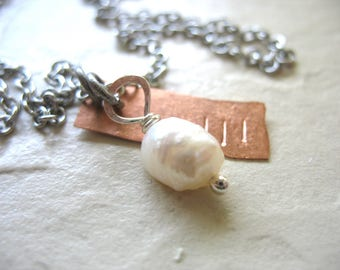 Pearl Necklace, White Pearl Copper Necklace, Metalwork Necklace, White Pearl Necklace, Pearl Jewelry, Copper Necklace, Charm Necklace
