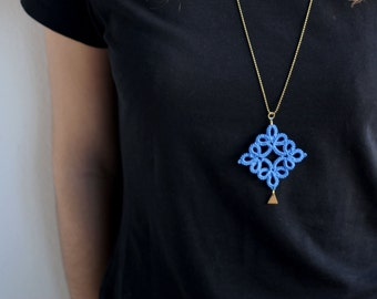 Bohemian royal blue tatted necklace with brass charm//Boho jewelry//frivolite//Contemporary jewelry//Tatted jewelry