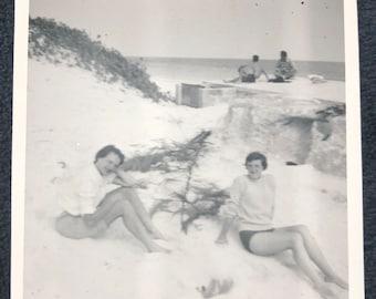 1960s Beach Babes